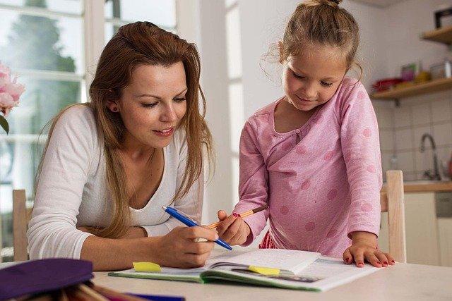 un regard bienveillant donne l'envie d'apprendre aux enfants